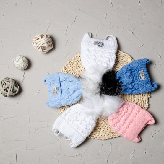 Căciulița tricotată cu un moț