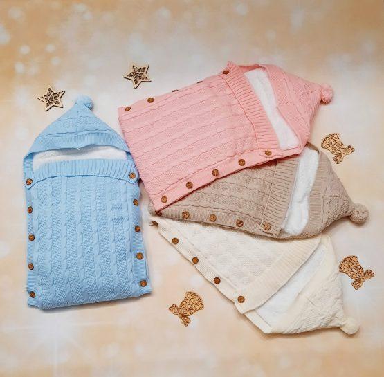 Port bebe tricotat îmblănit cu nasturi