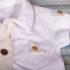 Salopetă elegantă de bebeluși cu nasturi și guler (0-9 luni)